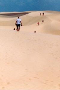 Menschen auf einer Düne