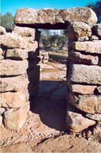 Tor aus Steinblöcken